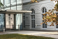 Bibliothek_Eingang_außen.jpg