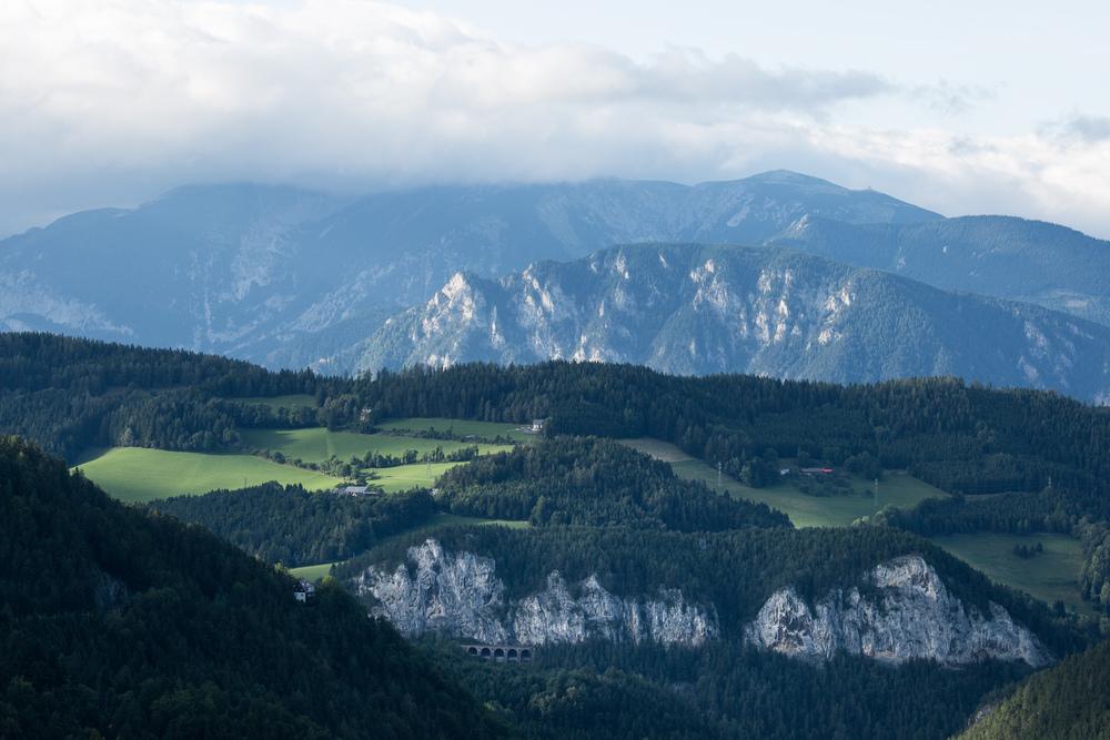 Blick auf die Berge der Semmering-Region.