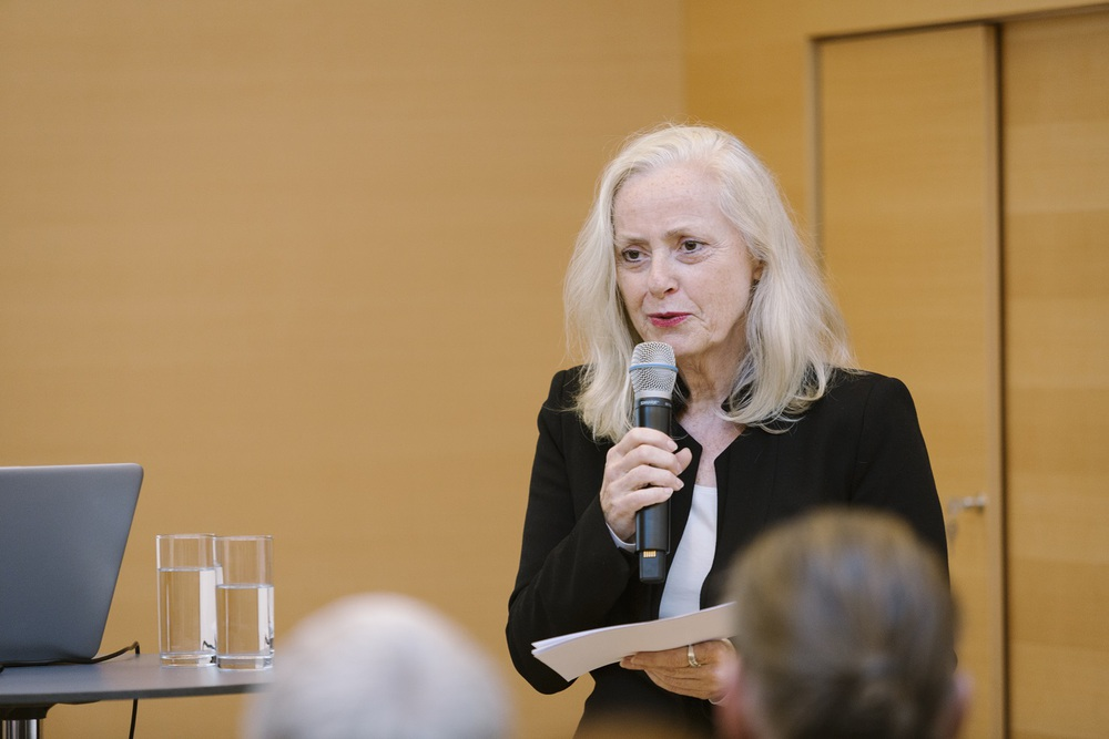 Doris Ingrisch moderiert die Veranstaltung