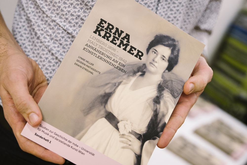 "Cover der Broschüre ""Erna Kremer Lemberg 1896 - Maly Trostinec 1942 hg. von Lynne Heller, Severin Matiasovits, Erwin Strouhal"