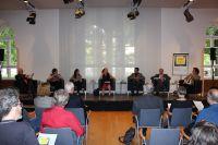 Foto aus dem Publikum auf das Podium