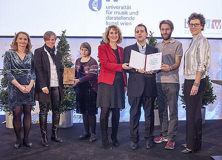 Gruppenbild bei der Preisverleihung mit Rektorin Ulrike Sych