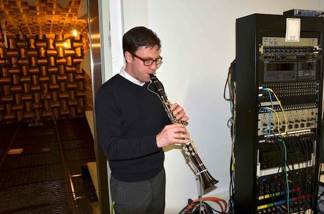 5Hofmann_play_clarinet_700px.jpg
