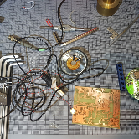 diverse technische Bauteile im Labor des IWK