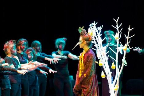 Der gläserne Birnbaum  - der Vogel Zaza spricht mit den Dämonen vor der Höhle dr Hexe Kunigundula