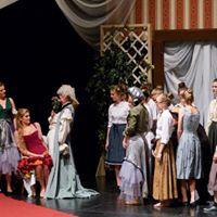 Le nozze di Figaro 2018 - Die Kinder als Gäste warten auf die Hochzeitsfeier und gratulieren der Gräfin