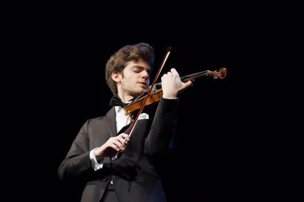Emmanuel Tjeknavorian