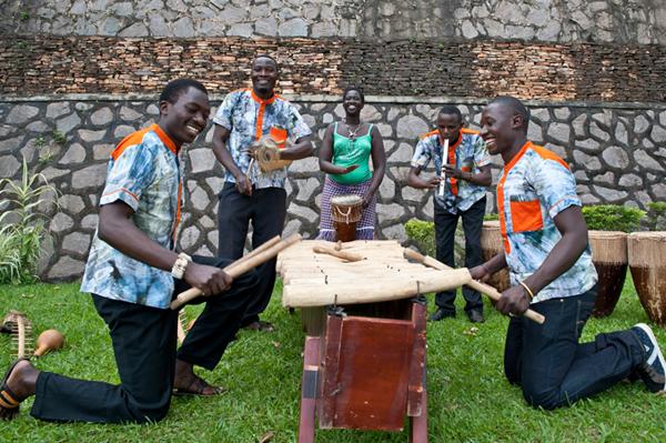Traditionelle Percussion Musik aus Uganda