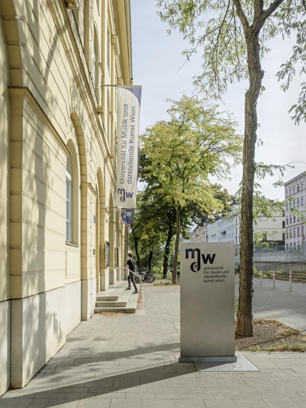 mdw Gebäude (c) Hertha Hurnaus
